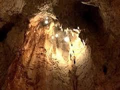 【神秘】タイの洞窟 お祈りをするとドンドン鉱物が降ってくる
