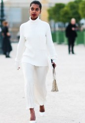 tk-chic-and-simple-street-style-looks-from-paris-fashion-week-1919328-1475081546-600x0c