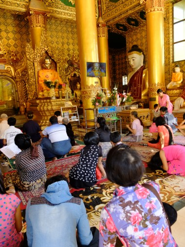 People praying   © Vylyst