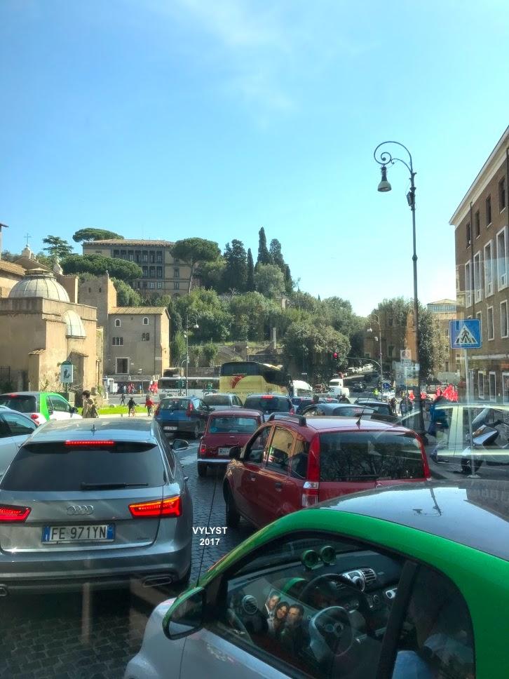 Traffic in Rome | © Vylyst