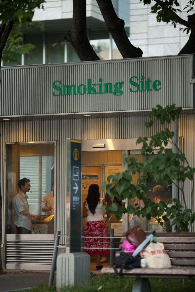 Ici, on ne fume pas dehors!