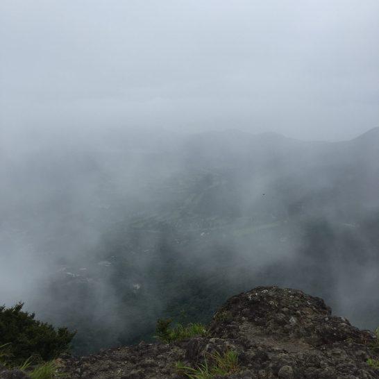1034岩場からの雲(*ノωノ)