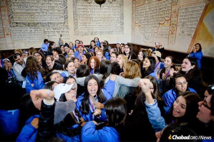 Many of Jablon's fellow participants celebrated the bar mitzvah. (Photo: Ryan Blau/March of the Living)