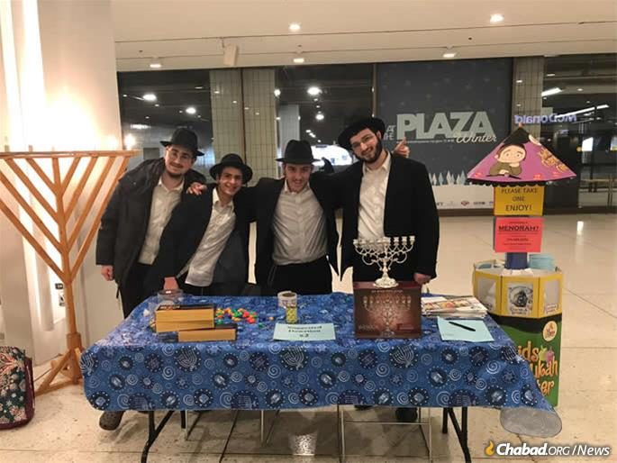 The Capital District Chambers at New York's Capitol State in Albany had a strong presence over Chanukah, including the public menorah and the stand at the Empire State Plaza offering menorahs to government officials and tourists taking place in the area. .