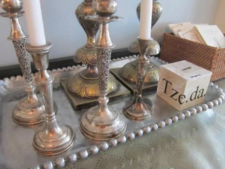 inexpensive upholstered dining chairs hanging for rooms fabulous room decor on a dime - how to make gorgeous shabbat side table (and more ...