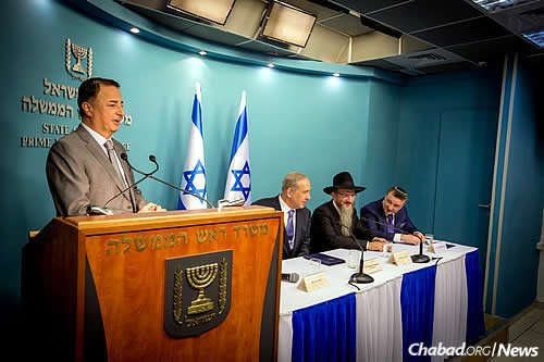 Leviev stands at the podium to the left of the panel of speakers: Netanyahu, Lazar and Mirilashvili. (Photo: Ezekiel Itkin)
