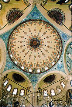 Cúpula de la mezquita Sokullu  Mehmet, del gran Sinan, sobre 6 pechinas