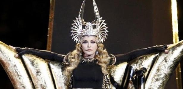 Madonna durante o show do intervalo no Super Bowl, em fevereiro