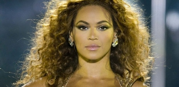 Beyoncé, cantora e atriz norte-americana, ex-integrante do grupo Destiny's Child, estrela do filme ''Dreamgirls'', está em14º lugar entre os populares no Facebook, com 34,1 milhões de likes em sua página