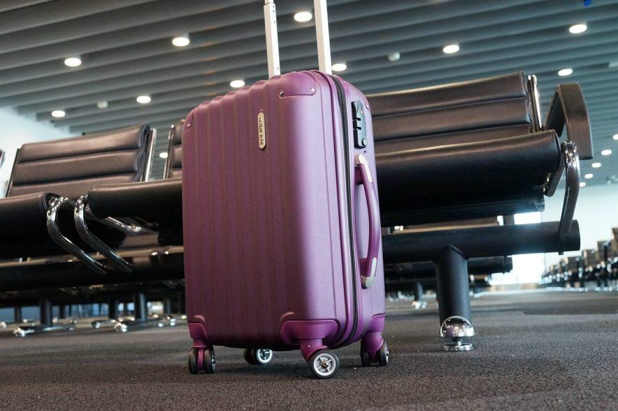 Há uma empresa que recolhe as suas bagagens e as deixa onde e ...