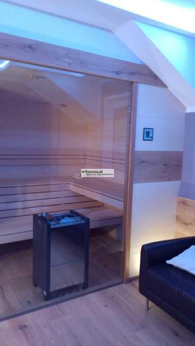 Sauna mit großen Glasflächen. Frontpaneele Eiche/ Ahorn