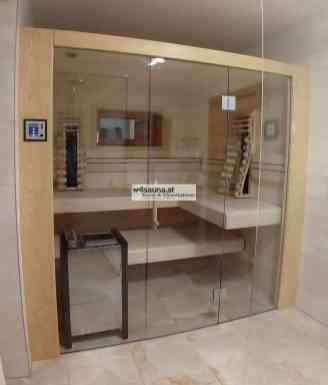 Massivholzsauna Fichte mit Glasfront. Rückwand mit integriertem Fenster