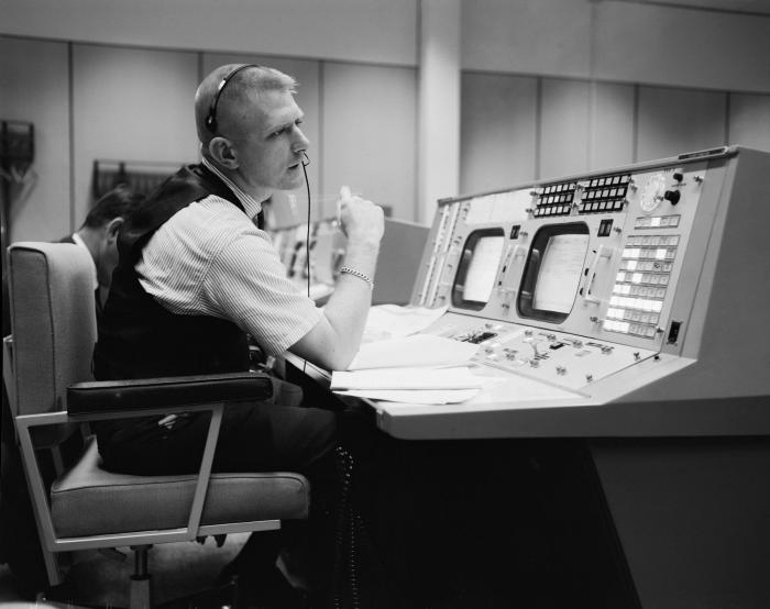 1965_04_gene_kranz_nasa_photo_s-65-22203