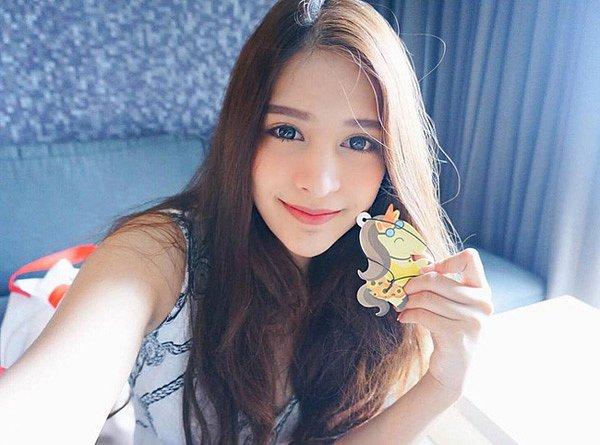 lac-loi-vi-hot-girl-Kingkaew-Karnthiang-qua-xinh-dep (4)