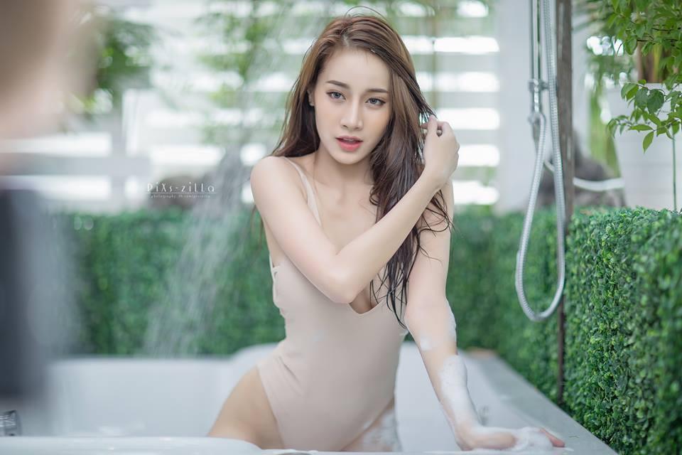 chet-lang-ngam-pichana-yoosuk-sexy-trong-bon-tam (3)