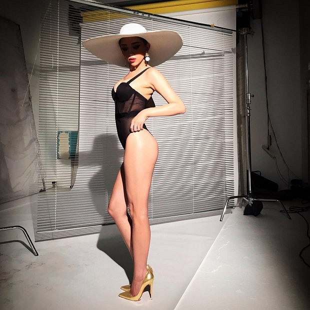 choang-vang-voi-loat-anh-bikini-sieu-nong-cua-toc-tien (10)