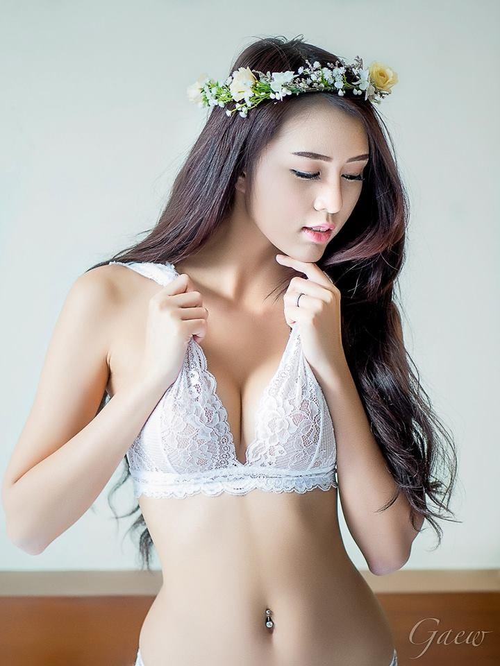 choang-vang-voi-man-khoe-veu-sieu-bạo-cua-manow (6)