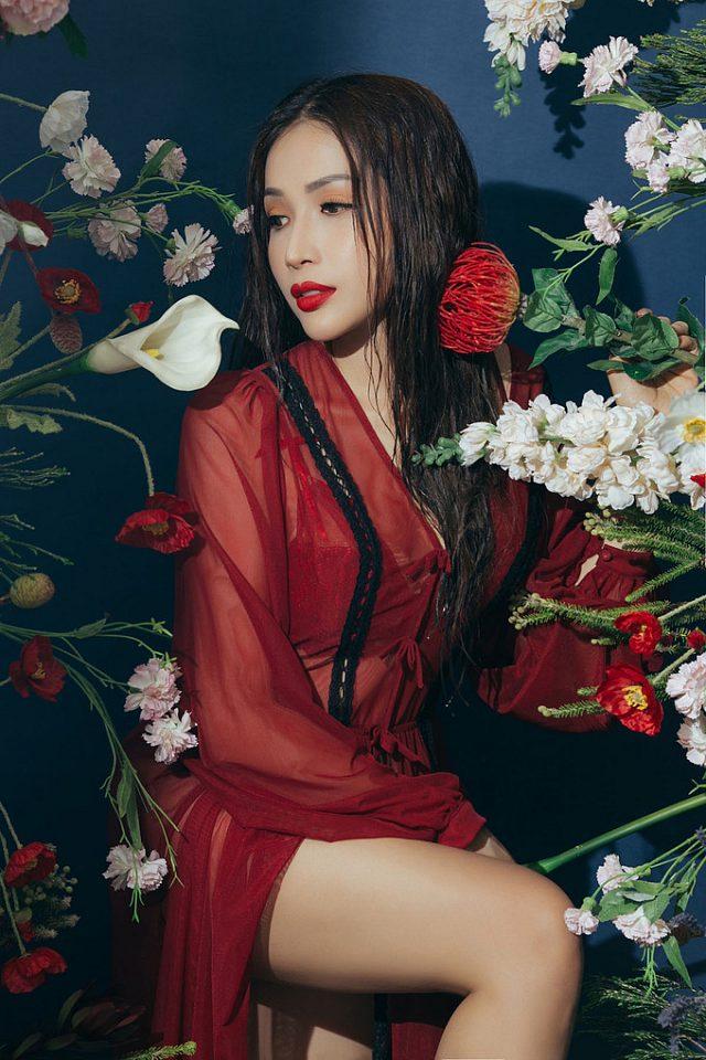 kha-ngan-lot-xac-sexy-khien-fan-dung-ngoi-khogn-yen (5)