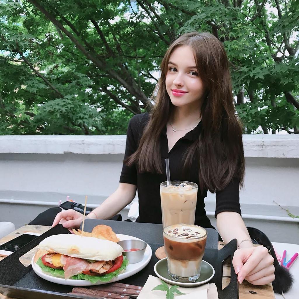 hot-girl-Karimova-Elina-dao-tung-chao-gioi-tre-vi-qua-xinh-dep (4)