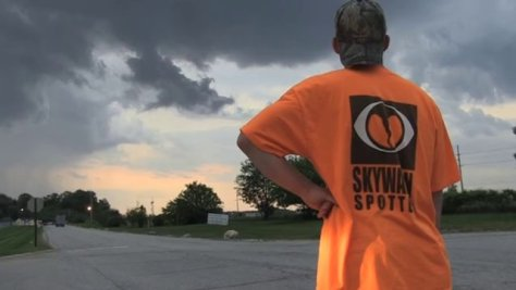 Photo of SKYWARN storm spotter at work
