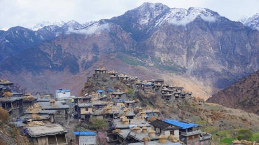Reaching Maikot was spectacular. A small and thriving village in the middle of the Himalayas, 3-4 days away on foot from the nearest motorable-jeepable road! LLegar a Maikot ha sido espectacular. Un pueblo a 3-4 días de caminata de la carretera más próxima en el HImalaya nepalés.