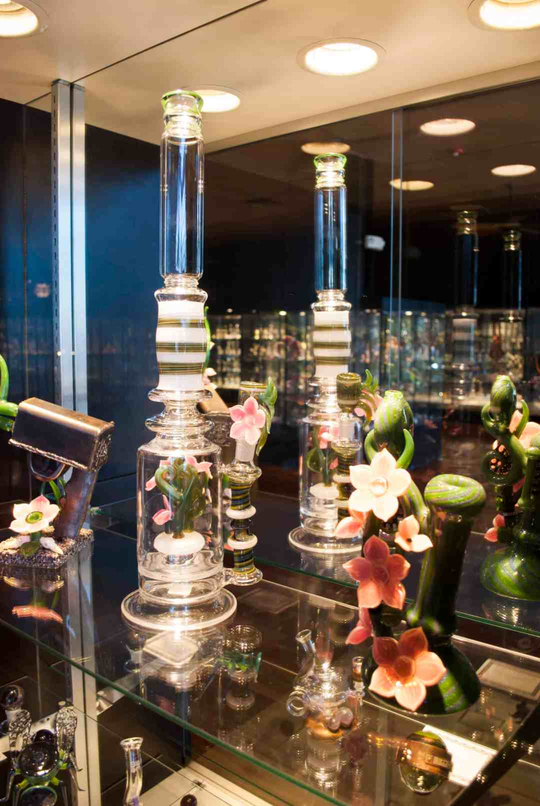 Illuzion Glass Galleries - Fine art you can smoke from