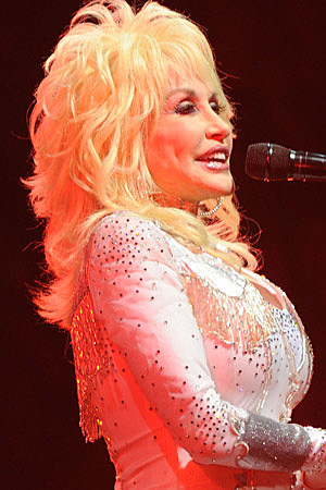 https://i0.wp.com/wac.450f.edgecastcdn.net/80450F/tasteofcountry.com/files/2011/03/dolly-parton-031111b.jpg