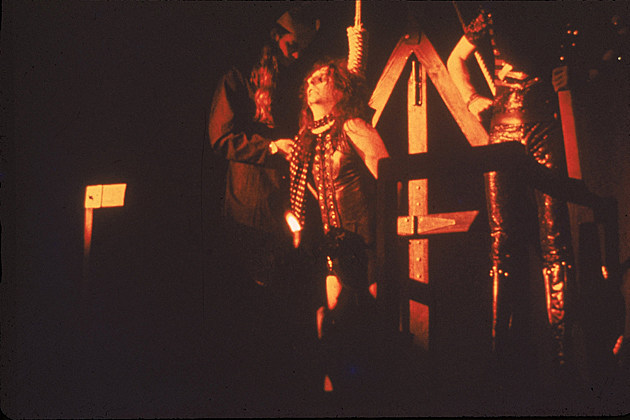 26 Years Ago Alice Cooper Almost Hangs Himself  Again