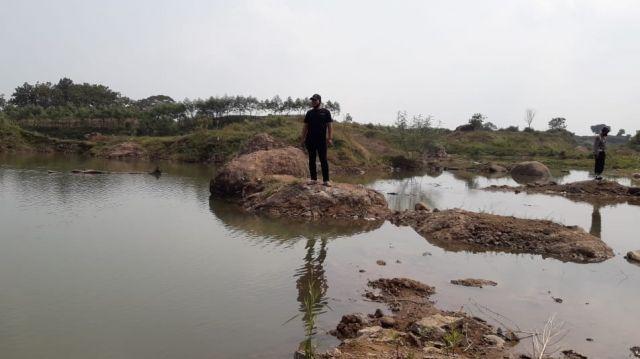 Pencarian korban tenggelam di bekas Galian C di Perak Jombang.