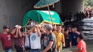 pemakaman warga banjir jombang