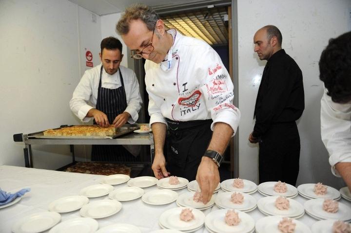 Diese Köche versorgen die Armen mit 5000 Mahlzeiten pro Tag mit Überresten von den Olympischen Spielen Wach Auf wachaufmenschheit.de