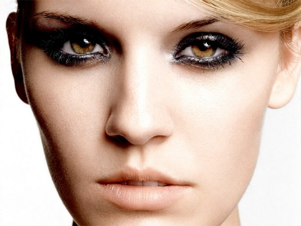 beautiful eyes 11 Girls With Beautiful Eyes