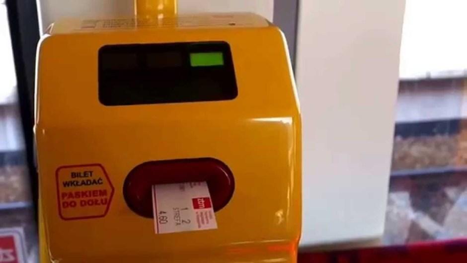 ワルシャワ チケットを 機械