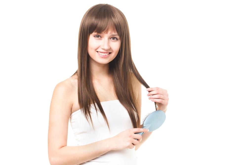 薄毛に悩む女性が急増?気になる抜け毛の本数1日何本くらい?