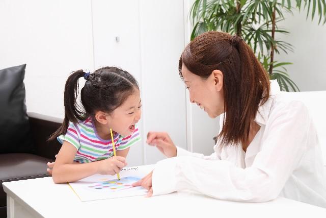 子供が同じ言葉を繰り返す…成長期に見られる気がかりなこと