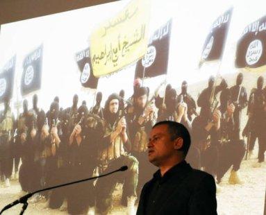 Anschaulich erläutert der Journalist Jan Jessen die Situation der Flüchtlinge im Irak.