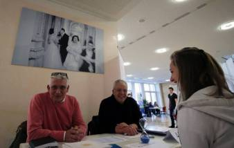 und Volker Löwe informieren über Ausbildungsberufe an der Folkwang Universität.