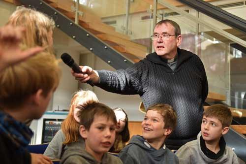 Weihbischof Ludger Schepers stand im Mariengymnasium Rede und Antwort.