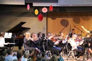 """Schulorchester des Mariengymnasiums spielte u. a. Stücke aus der Filmreihe """"Fluch der Karibik""""."""