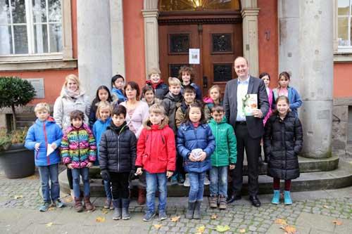Matthias Hauer mit Kindern