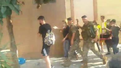 Photo of محتجون يتهجمون على وزيرة العدل في منطقة الجميزة ويطالبونها بالاستقالة