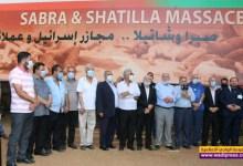 صورة إكليلان بِاسم الرئيس وم.ت.ف على النصب التذكاري لشهداء مجزرة صبرا وشاتيلا في بيروت