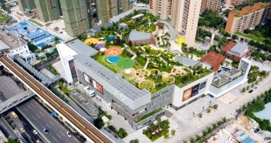 Mall-ul cu parc public deasupra se numeste Wuhan North Pavilion
