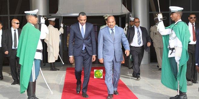 الرئيس عزيز يشارك في مؤتمر لإعادة ترشيح ماكي صال