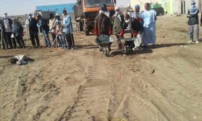 الجيش يشارك في حملة تنظيف لصالح شواطئ نواذيبو
