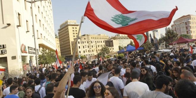 """""""التحضيرات اللوجستية"""" في ساحة الشهداء تحضيراً لتظاهرة الغد بدأت…"""