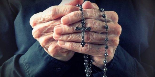 البابا فرنسيس الى الكهنة المسنين: لتساعدنا هذه الفترة على تذوق جمال اللقاء مع الآخر والشفاء من فيروس الاكتفاء الذاتي