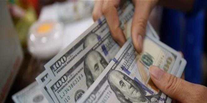 """خبير اقتصادي ينصح اللبنانيين: لا تبيعوا الدولار.. والاّ """"الشحشطة"""""""