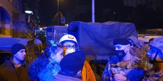 في طرابلس.. والد يرمي بابنته بأحضان الجيش لاطعامها