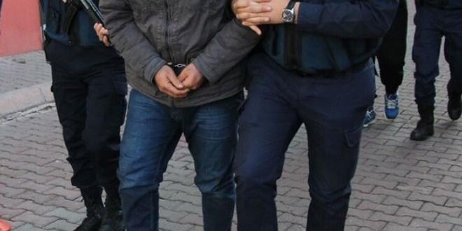 السلطات التركية توقيف 5 عسكريين سابقين